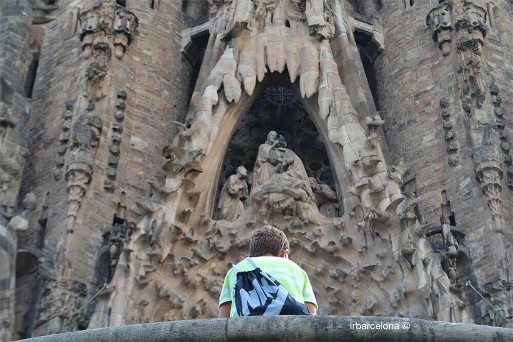 child in front of Sagrada Familia