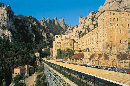 Premium Montserrat and Gaudí