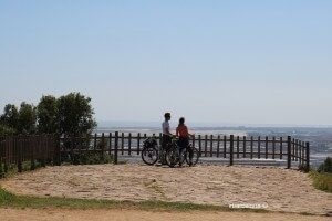 cyclists at Mirador del Migdia