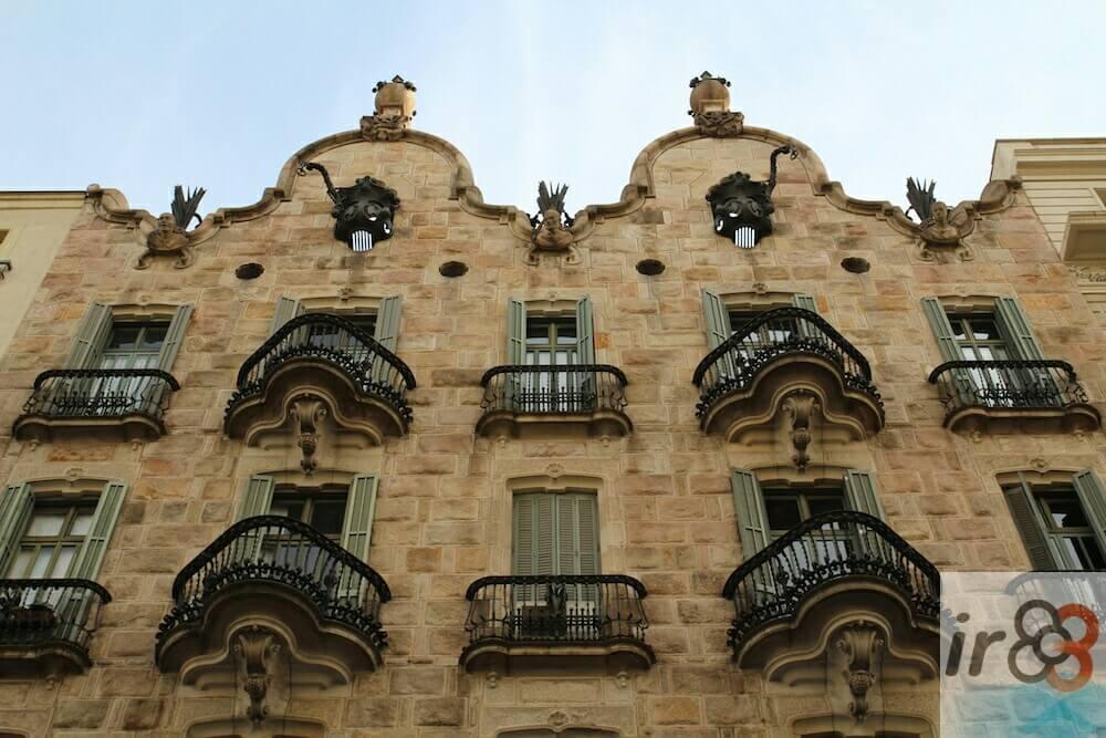facade Casa Calvet